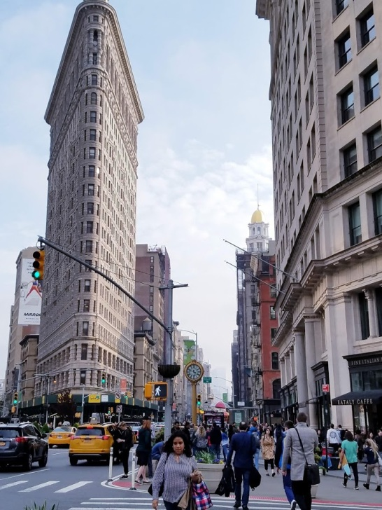 Flatiron building and sixth avenue, 2019, photo by LensMomentsNS